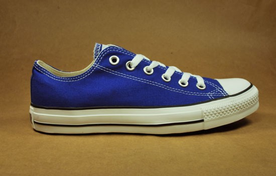 royal blue converse low tops